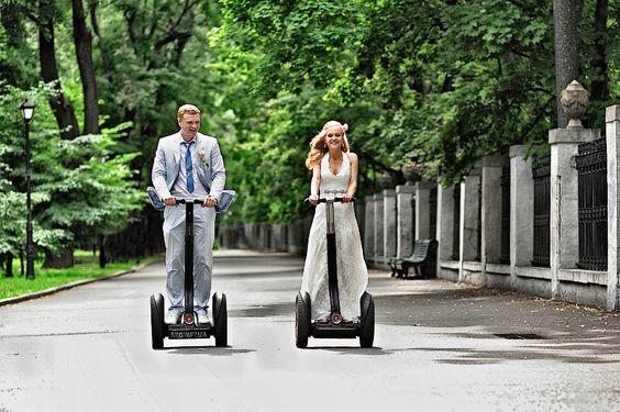 Segway como alternativa al coche de novios - Foto:Pinterest