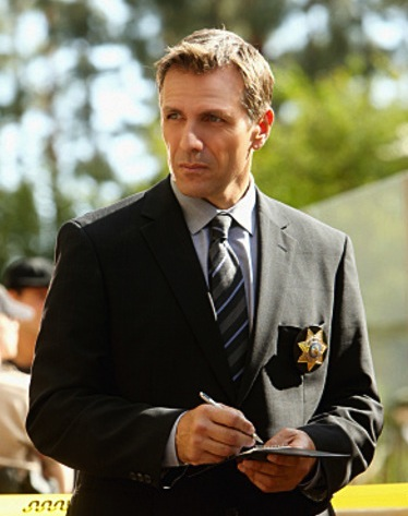 Alex Carter as Detective Louis Vartann on 'CSI' holding a pen and pad