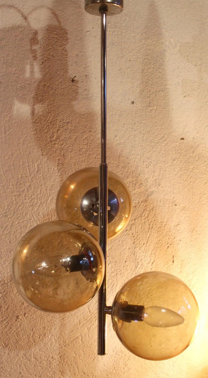 chicbaazar objets vintage 50 60 70 lustre 3 boules fum es seventies. Black Bedroom Furniture Sets. Home Design Ideas