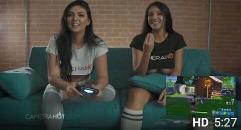 duas-amigas-gostosa-jogando-Fortnite-pelada