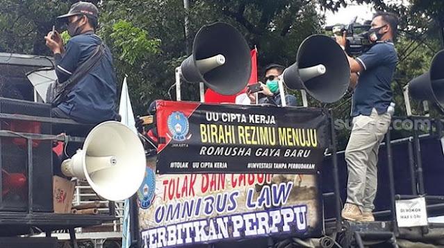 Buruh Kepung Istana: UU Cipta Kerja, Rezim Hadirkan Romusha Gaya Baru