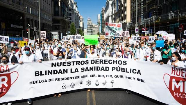 Más de 2000 médicos españoles protestan por condiciones laborales