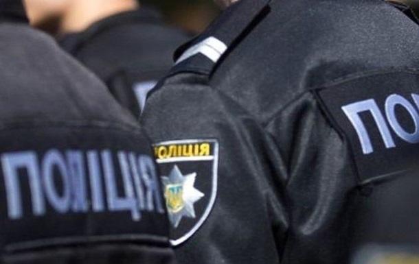 На Одещині п'яний водій напав на копів і покусав їх
