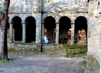 Claustro del Monasterio de Sta. Cristina de Ribas del Sil en la Ribera Sacra, Orense