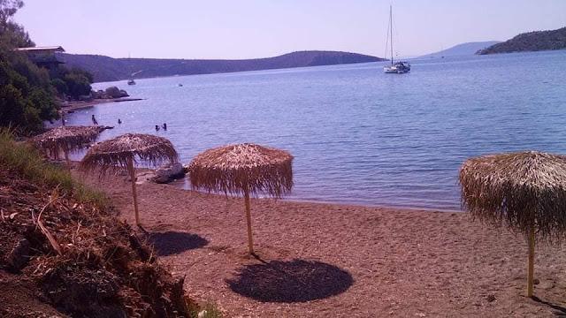 Περισσότερες ομπρέλες στην παραλία Βιβαρίου από τον Δήμο Ναυπλιέων