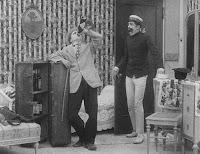 """Кадр из фильма Чарли Чаплина """"Лечение"""" (1917) - 3"""