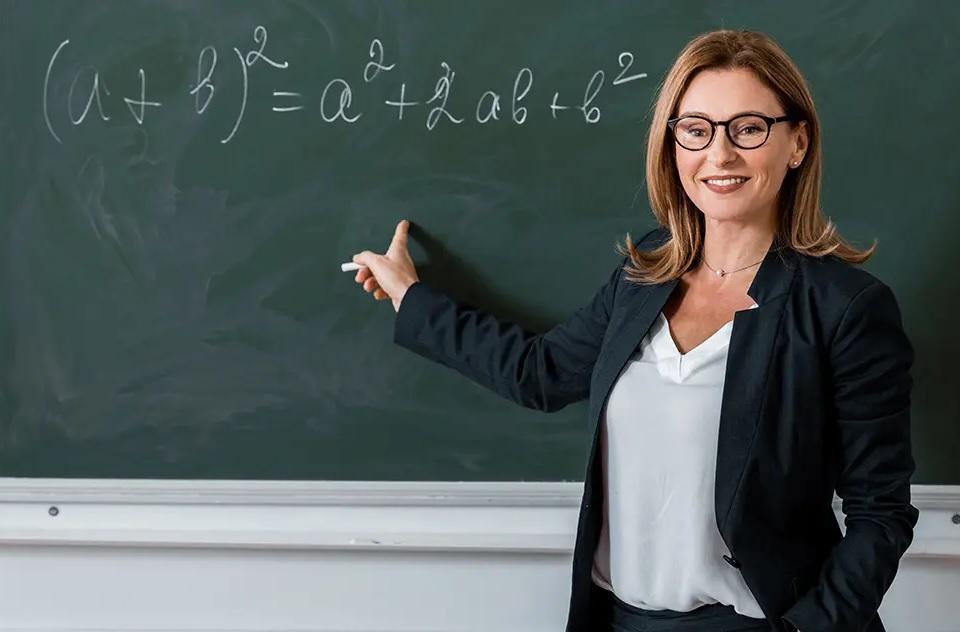 Öğretmen Sevgiliye Öğretmenler Günü Mesajları