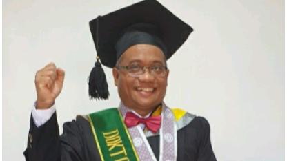 Direktur Utama PDAM Karawang Raih Gelar Doktor Ilmu Lingkungan