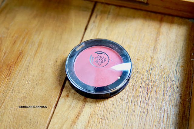 THE BODY SHOP ROMANTIC MAKEUP LOOK