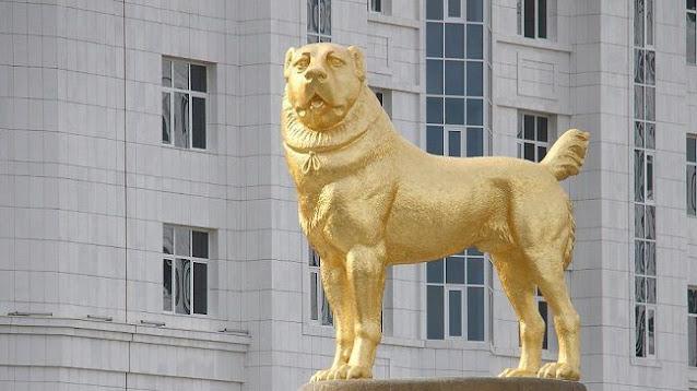 تركمانستان تكشف عن تمثال ذهبي لـ كلب بطول 15 مترا