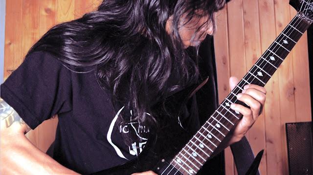 ivan jaramillo grabando la guitarra, recording Guitars. Iaj Sound Labs Studio, sepulchral Profanation