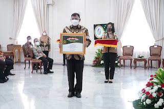 Bupati Deli Serdang Terima Penghargaan Abdi Bakti Tani 2021 Dari Wapres KH. Ma'ruf Amin