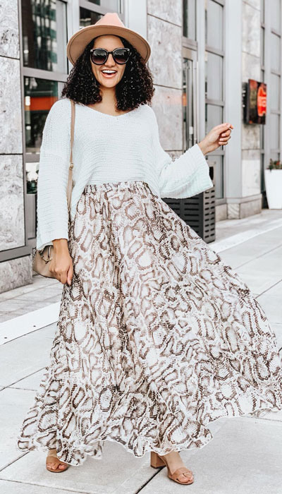 Looking for casual winter outfits? Consider these 23 Fabulous Winter Outfits To Get You Through The Season with Style. Fashion for Women via higiggle.com | street style with skirt and chunky knit | #winter #fashion #skirt #sweater