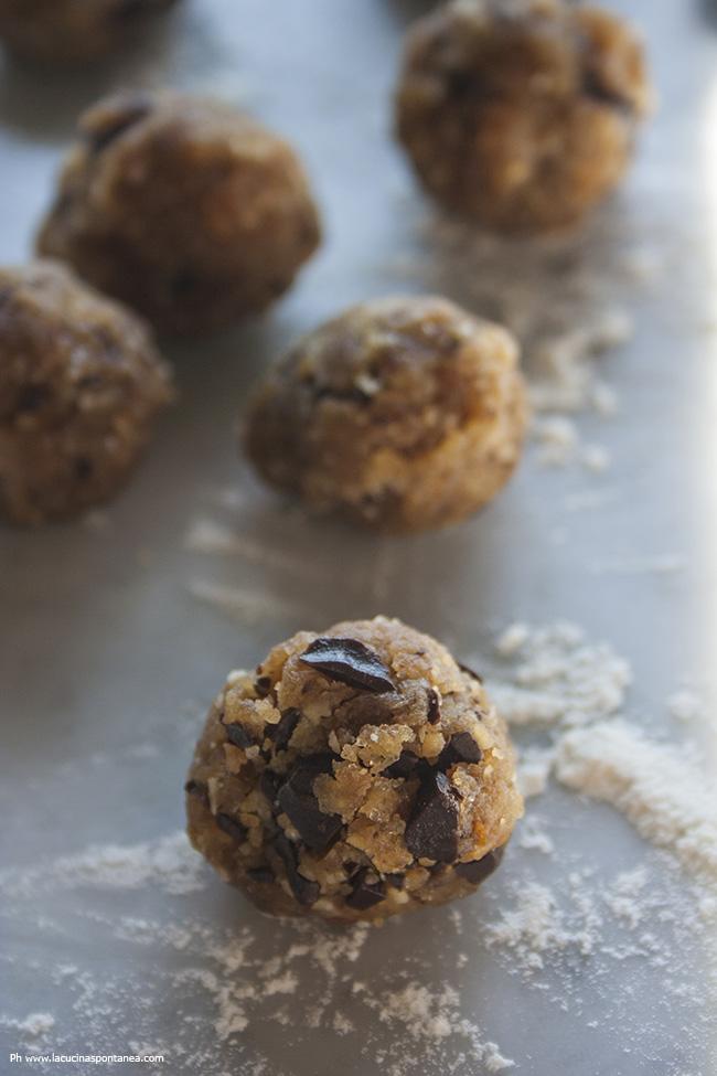 Preparazione dei biscotti di farina di ceci