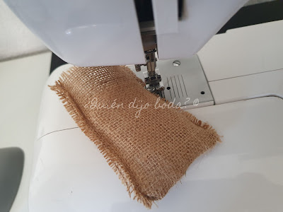 Bolsa de lavanda y máquina de coser