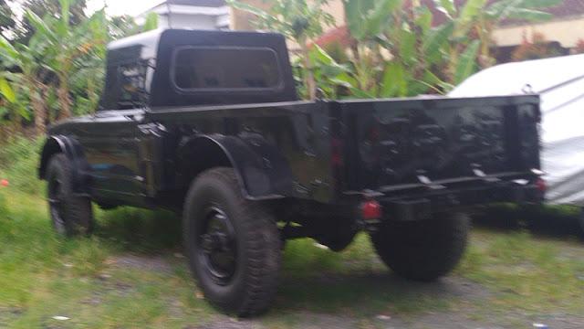 Jeep SJ Gladiator belakang
