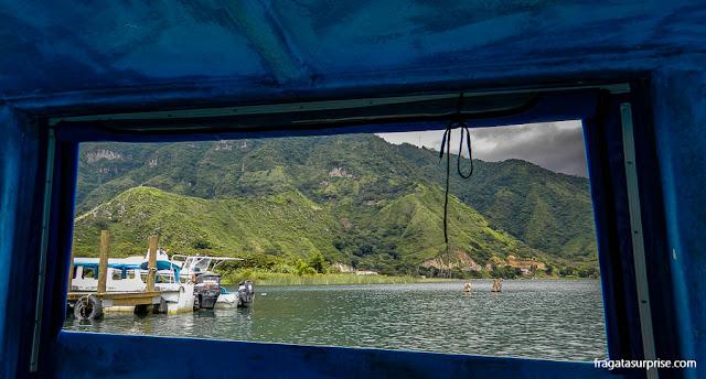 Passeio de barco no Lago de Atitlán, Guatemala
