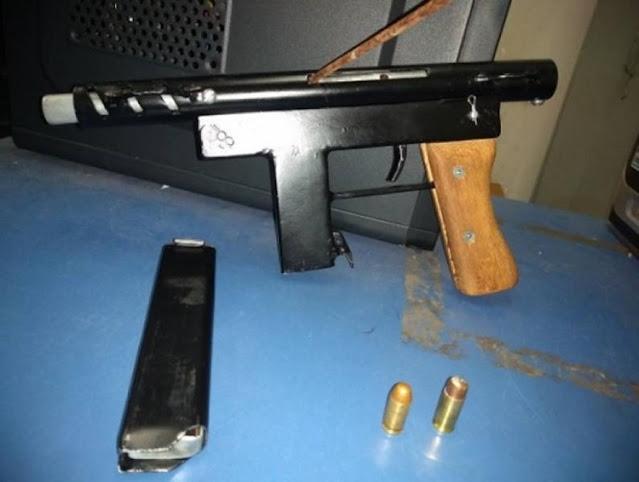 Polícia prende homem que estava com esposa e arma artesanal dentro do carro
