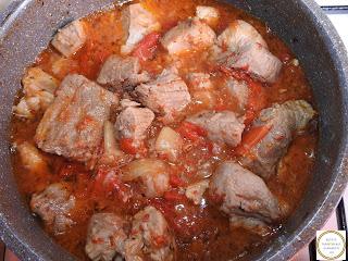 Carne de porc cu legume la ceaun reteta,