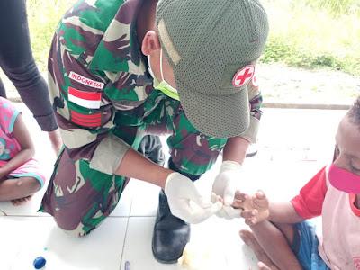 Satgas Yonif MR 413 Bersama Puskesmas Skouw Wujudkan Warga Papua Bebas Kaki Gajah