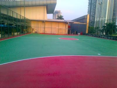 Penambalan bagian retak dan pengecatan Lapangan Tennis-min