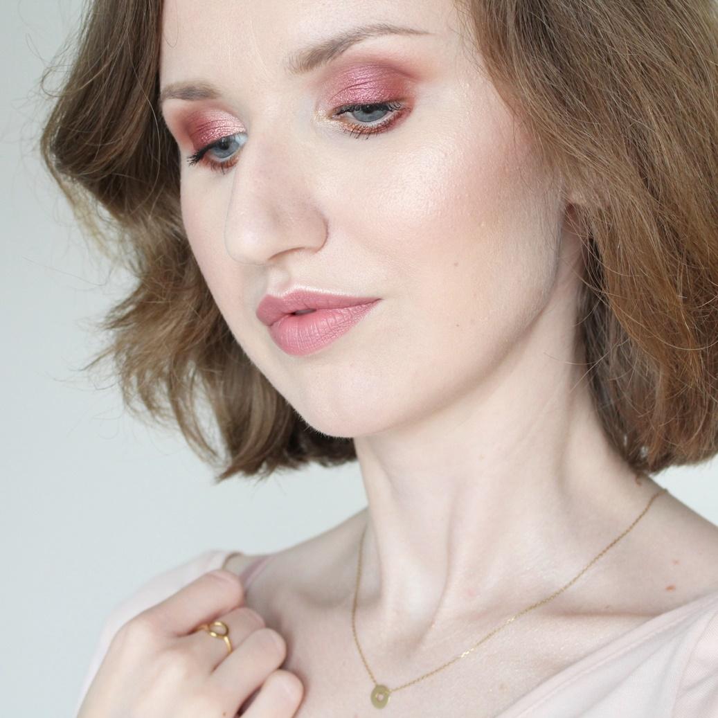makijaż-niebieskie-oczy-kosmetyki-naturalne