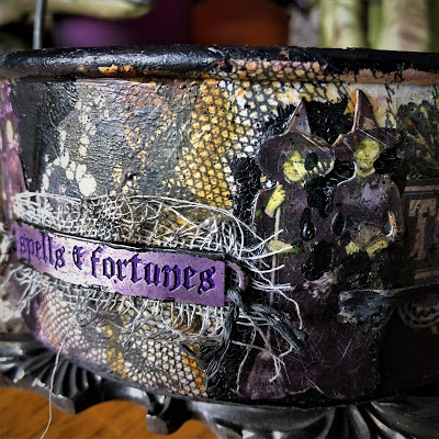 Sara Emily Barker sarascloset https://sarascloset1.blogspot.com/2018/10/a-tiny-witching-cauldron.html Altered Cauldron with Tim Holtz Sizzix Alterations, Distress and Ideaology 4