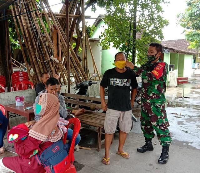 Babinsa Koramil 15/Polanharjo berikan Himbauan tentang pemakaian masker