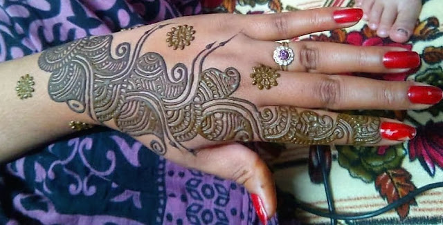Beautiful Dulhan Mehndi Design for Hands