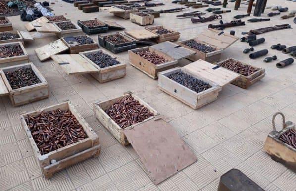 العثور على أسلحة وذخيرة ومواد متفجرة في حي برزة بدمشق (فيديو)