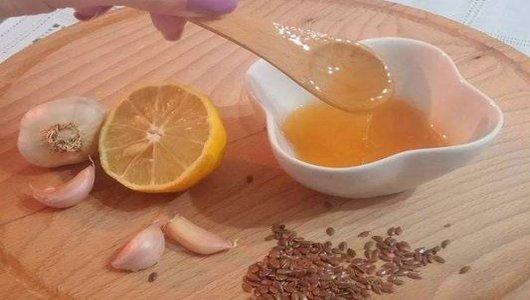 mierea cu usturoi si seminte de in face adevarate minuni pentru piele si par