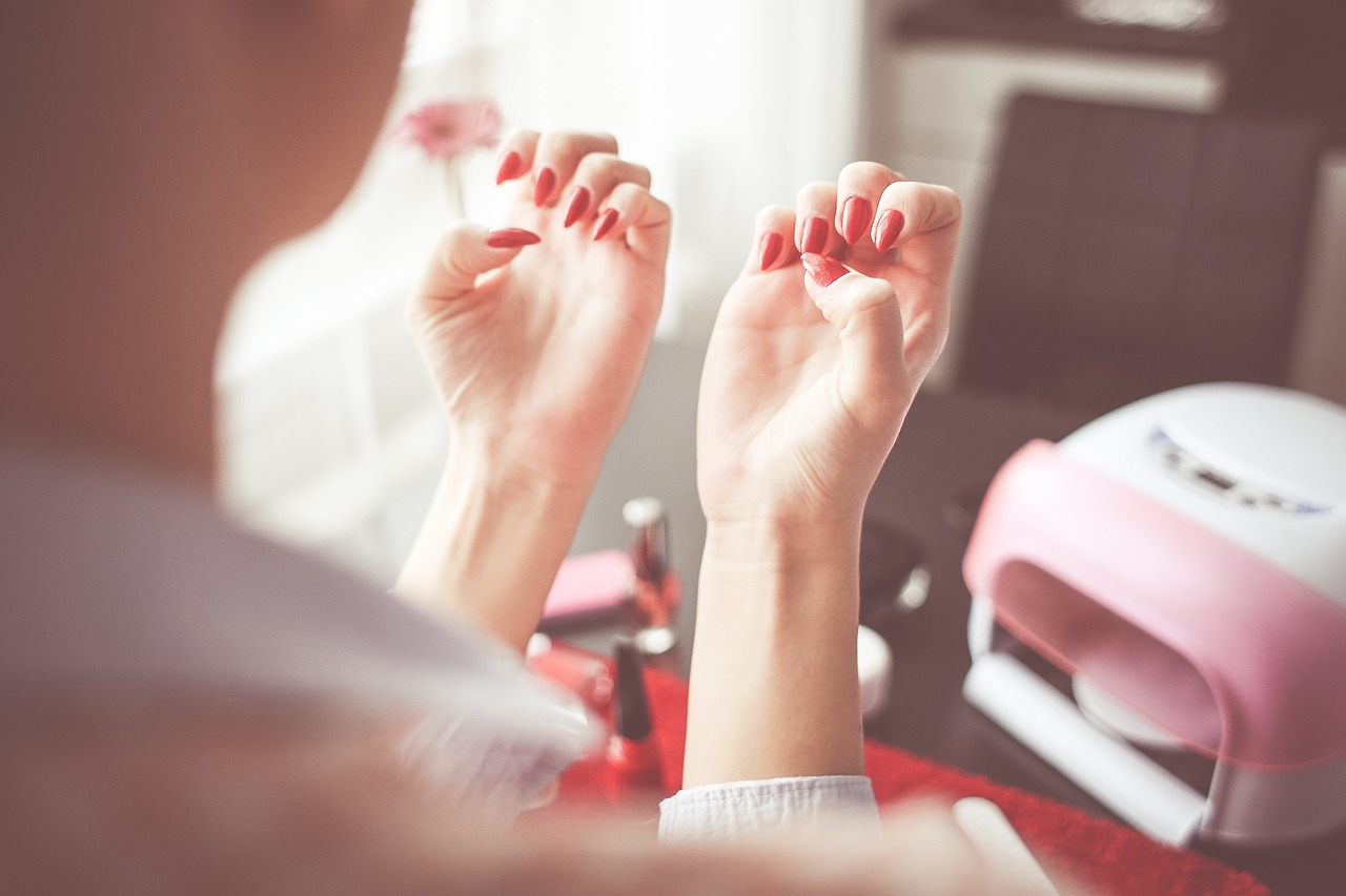 Tips for strong and long natural nails at home
