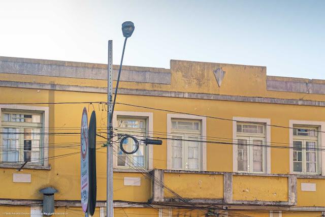 Detalhe da platibando de um predimho na Avenida João Gualberto