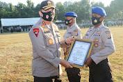 Kapolda NTB Beri Penghargaan Personel Pol Airud Penyelamat Warga Nyaris Tenggelam
