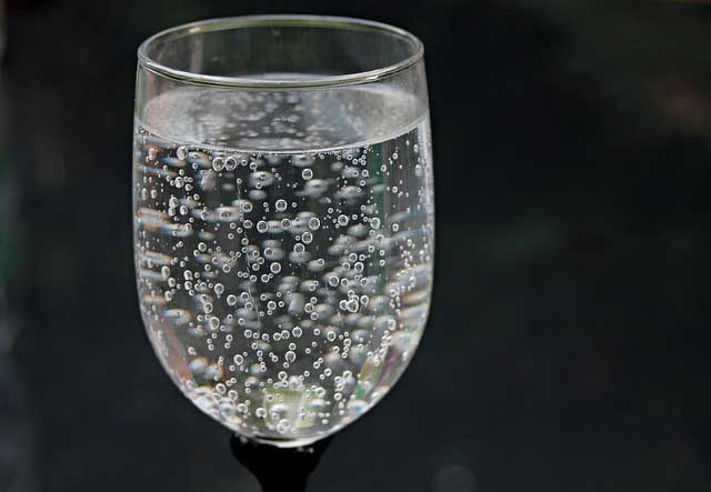 المياه الفوارة : هل يمكن شربها كل يوم