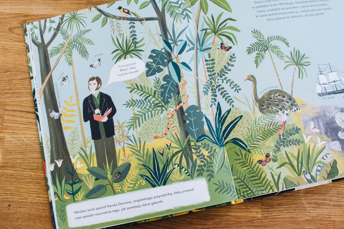 Wnętrze książki o powstawaniu gatunków według karola darwina ewolucja