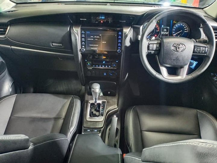 Cận cảnh Toyota Fortuner 2021 phiên bản đắt tiền Lengeder