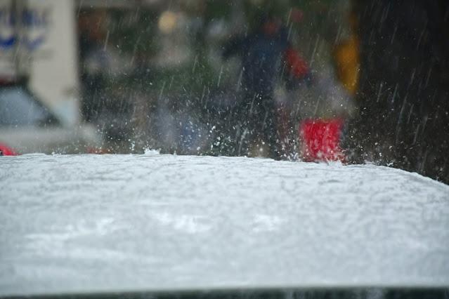 Καιρός: Ψυχρό μέτωπο τη Δευτέρα θα σαρώσει τη χώρα με ισχυρές καταιγίδες και θυελλώδεις ανέμους