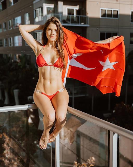 Amanda-Cerny-abs-in-bikini