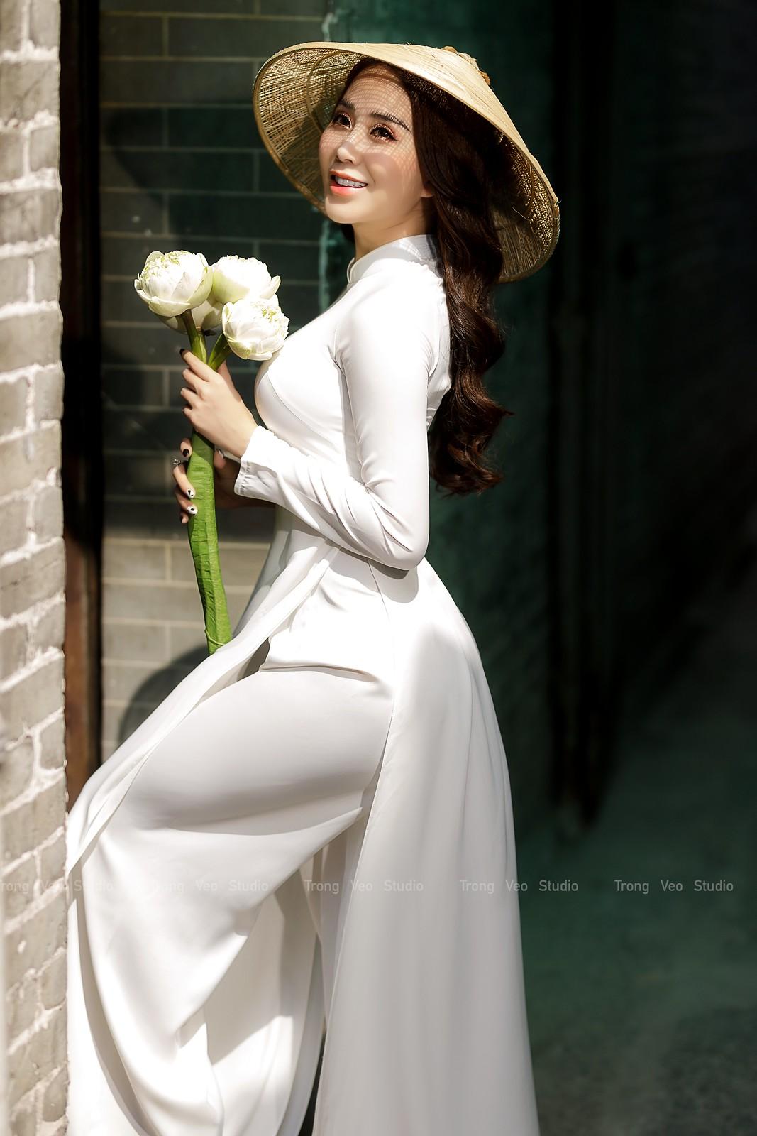 Ngắm hot girl Lục Anh xinh đẹp như hoa không sao tả xiết trong tà áo dài truyền thống - 16