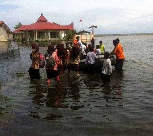 Air Laut Naik, Puluhan Rumah Terendam di Pasir Baru