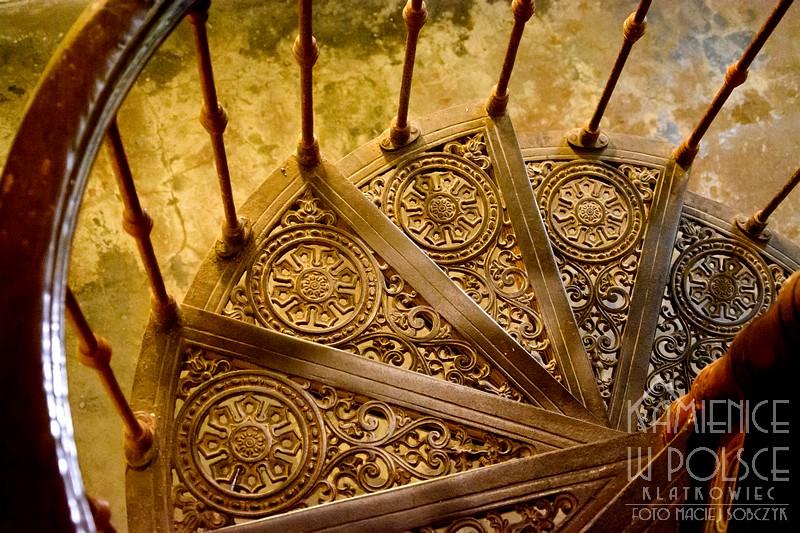 Jedlina-Zdrój. Wnętrze. Architektura. Żeliwne schody.