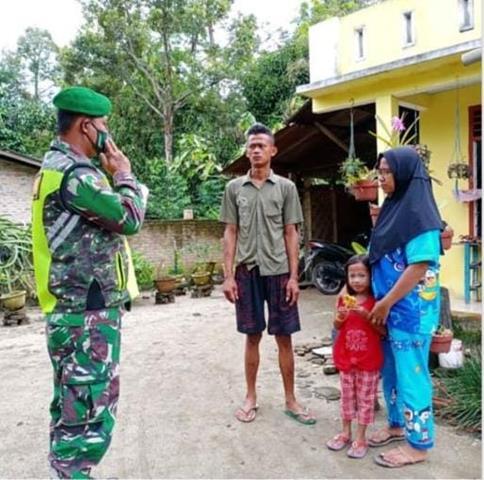 Personel Jajaran Kodim 0207/Simalungun Laksanakan Razia Masker Dan Bagikan Masker Diwilayah Binaan