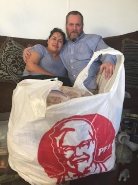 Un hombre condujo 1,400 kms para comprar pollo de KFC
