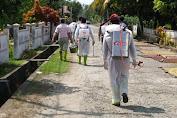 Satuan koramil 1312 Bersama Polsek Melonguane Bagi APD dan Lakukan Penyemprotan Disinfektan