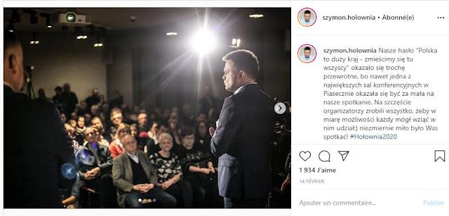 Szymon Hołownia przemawia do grupy osób na spotkaniu wyborczym
