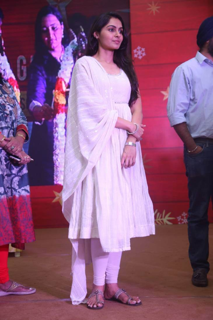 Andrea Jeremiah Long Hair Stills In White Dress At Great Carnival