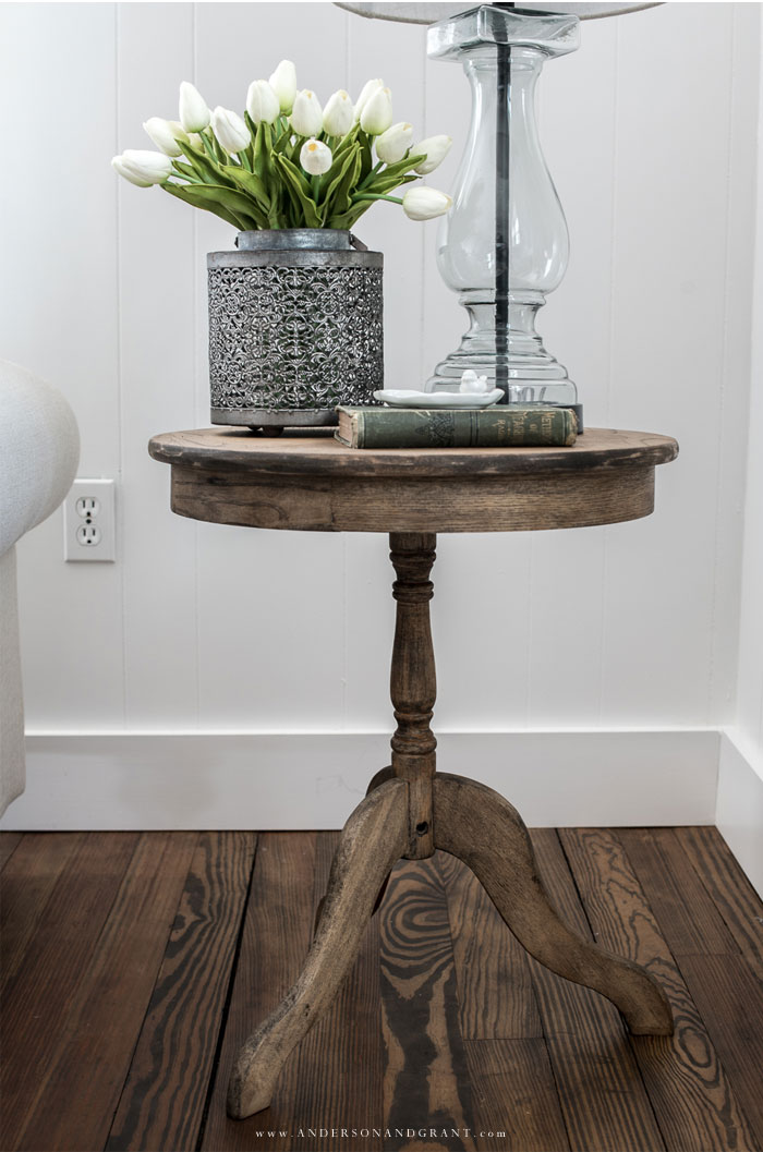 Wood end table with tulips and lamp