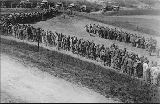 Segunda Guerra Mundial, Curiosidades, Alemãe se entregando, fim da segunda guerra