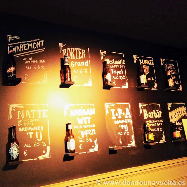 Diferentes tipos de cervezas en el bar donde almorzamos